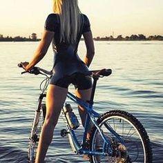 Вообще идеально в моем случае! #красотка +#велосипед +#латекс + #прекрасныйпейзаж = #идеально
