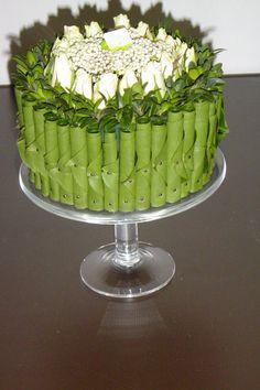 Art Floral, Floral Cake, Floral Design, Table Flowers, Flower Vases, Flower Art, Flower Cake Design, Flower Designs, Creative Flower Arrangements