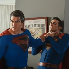 Tyler Hoechlin and Brandon Routh in Crisis on Infinite Earths: Part Two Brandon Routh Superman, Mundo Superman, Supergirl 2015, Comic Book Superheroes, Comic Books, Dc Tv Shows, Arte Dc Comics, Infinite Earths, Cw Series