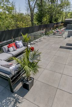 Modern and Zen backyard style Rinox Proma Quadra slab