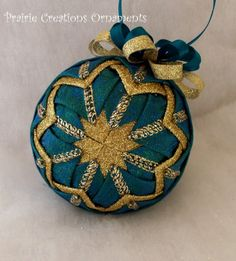 I love the look of these quilted Christmas tree balls