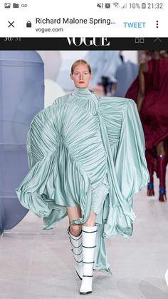 Richard Malone Spring 2020 Ready-to-Wear Fashion Show - Vogue Weird Fashion, Green Fashion, Fashion Colours, Colorful Fashion, Spring Fashion, Vogue Paris, Fashion Portfolio Layout, Estilo Lolita, Catwalk Fashion