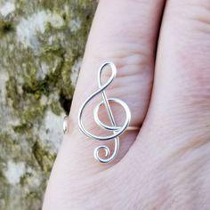 Diy Rings Easy, How To Make Rings, Diy Jewelry Projects, Jewelry Crafts, Wire Jewelry Rings, Jewlery, Handmade Wire, Handmade Jewelry, Music Rings