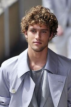 Peinados para hombre con pelo rizado