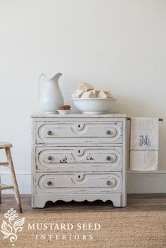 miss mustard seed   grain sack wash stand   MMS gives an antique wash stand a DIY makeover in Miss Mustard Seed's Milk Paint for the Lucketts Spring Market 2017! See how she painted it and how she styled it in her studio.
