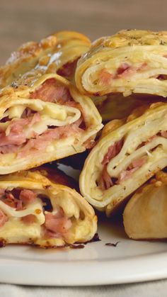 Provolone and Ham Rolls recipes recipeoftheday easy eat recipe eat food fashion diy decor dresses drinks Tasty Videos, Food Videos, Breakfast Recipes, Dinner Recipes, Diy Food, Food Hacks, Food Dishes, Mexican Food Recipes, Chicken Recipes