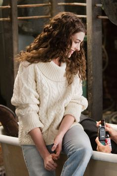 "Curls and sweater. Anne Hathaway in ""Love and other drugs"" movie"