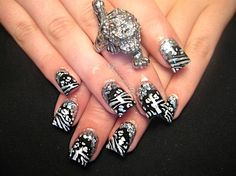 Black Tiger glitter nails