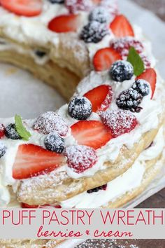Puff Pastry Cake with a cream layer topped with berries. Desserts, Puff Pastry Cake with a cream layer topped with berries. Brownie Desserts, Oreo Dessert, Mini Desserts, Puff Pastry Desserts, Puff Pastry Recipes, Pastry Cake, Christmas Desserts, Christmas Baking, Just Desserts