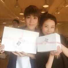 "Hyunseong #현성 선배님 잘먹겠습니당☺️☺️☺️ (feat.연동오빠)  #위대한캣츠비 #보이프렌드"""