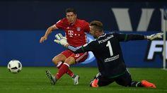 Robert Lewandowski fires Bayern to victory at Schalke