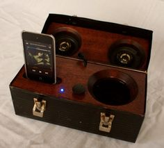 lunch box Audio Design, Diy Electronics, Wood Projects, Lunch Box, Ipad, Music Instruments, Happiness, Iphone, Pretty
