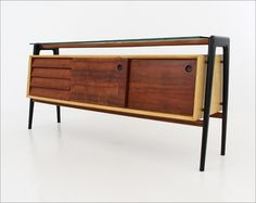 Robin Day, Sideboard for Hille, 1949 Retro Furniture, Mid Century Modern Furniture, Wood Furniture, Furniture Design, Consoles, Robin Day, Mid Century Credenza, Mid Century Design, Architecture