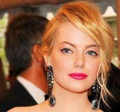 Emma Stone- winged eyeliner and pink lips