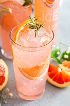 Refreshing Drinks, Summer Drinks, Rosemary Cocktail, Grapefruit Cocktail, Vodka Lime, Lime Juice, Brunch, Alcohol Drink Recipes, Fancy Drinks