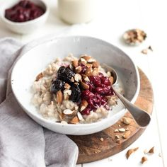 Brown rice porridge is so delicious in winter - and is a great gluten-free alternative to oats. Make a big batch and reheat in the mornings to save time! Breakfast Porridge, Savory Breakfast, Breakfast Bowls, Breakfast Recipes, Breakfast Ideas, Breakfast Buffet, Brown Rice Porridge, Brown Rice Cereal, Granola