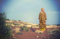 Sommermode 2013 - Sonnenaufgang in der Kalahari. Sowohl Blazer als auch Rock sind aus Leinen gefertigt.