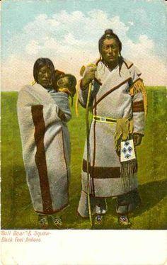 """"""" 'Bull Bear' and Squaw - Black Feet Indians"""". """"Безумный Медведь и скво"""". Индейцы Черноногие, период 1900-х."""