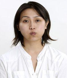 強敵・ほうれい線が消える!気持ちいい筋トレ-●最後に頬の筋肉運動:日経ウーマンオンライン【顔筋トレで、なりたい顔の作り方】