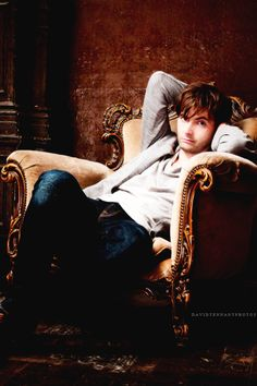 *fans self* Good heavens, the attractiveness of this man! David Tennant, you can talk nerdy to me any day you want! ;D
