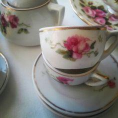 Detalle juego de té, juguete antiguo.