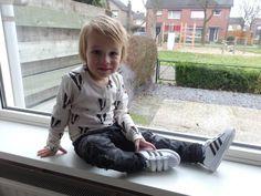 We kregen die dag erna een mailtje van Sooco of we allebei een paar schoenen wilden uitzoeken. Nou, dat kwam als geroepen! Sooco is een webshop met een enorm scala aan schoenen, echt voor ieder wat wils. Ik zocht leuke sneakers voor River die ook prima zijn met dit koudere weer. Onze all time favourite schoenen (dunne, stoffen Vans en All Stars) vielen dus af. http://www.littlewonderworld.nl/2016/12/twee-keer-onze-jongens-in-het-nieuw/