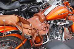Western saddle Motorcycle Seats, Chopper Motorcycle, Motorcycle Leather, Harley Bikes, Harley Davidson Motorcycles, Biker Gear, Leather Workshop, Bike Bag, Horse Saddles