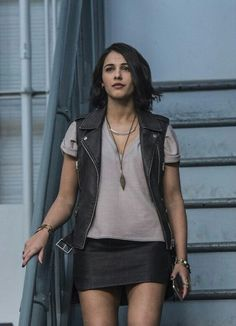 Buy naomi scott power rangers kimberly hart leather vest online from Uk Collectionz available in all sizes made by high quality PU and real Leather. Power Rangers Samurai, Go Go Power Rangers, Naomi Scott Power Rangers, Power Rangers 2017, Kimberly Power Rangers, Power Rangers Megazord, Mascara Power Rangers, Kimberly Hart, Leather Vest