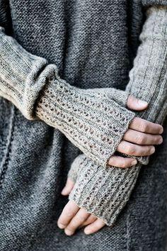long fingerless mittens ~ pattern from Helga Isager Knit Mittens, Knitted Gloves, Mittens Pattern, Knitting Projects, Knitting Patterns, Hat Patterns, Free Knitting, Fingerless Mitts, Wrist Warmers