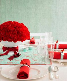 Christmas Table Setting- Love the birds on the napkin rings