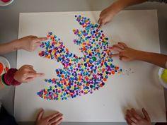 oeuvre collective empreinte doigt peinture colombe picasso