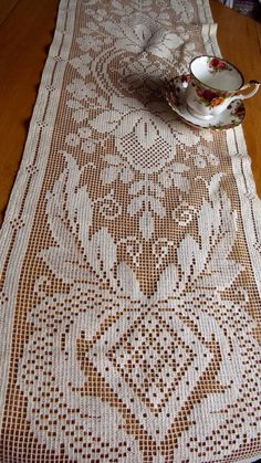 Vintage Machine Made LEAFY TABLE RUNNER by CreativeWorkStudios