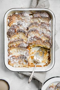 Creme Brulee French Toast - Creme Brulee French Toast Recipe - - Creme brulee French toast is one heck of a way to turn breakfast or brunch into a decadent meal. It's super easy and can be prepped the night before! Brunch Menu, Brunch Recipes, Breakfast Recipes, Creme Brulee French Toast, French Toast Bake, Yummy Food, Tasty, Breakfast Time, Sweet Breakfast