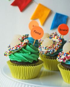 How cute are these cupcakes with white chocolate + gumdrop sombreros? #fiestaswap