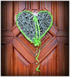 Srdce závěsné jarní 2 Jarní dekorace, pletený papírový pedig, zdobené, lakované Barva: zelená