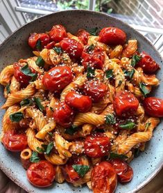 This wholesome pasta dish also includes organic tomatoes sautéed in avocado oil, basil, and hemp seeds - yum! Chickpea Pasta w/ spicy marinara 📸 upbeetandkaleingit Healthy Meal Prep, Healthy Snacks, Healthy Eating, Dinner Healthy, Clean Eating, Healthy Food Tumblr, Easy Snacks, Vegetarian Recipes, Healthy Recipes