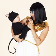 Cleopatra and her Kitty - meow! | 4 Creative Family Halloween Costume Ideas #halloweencostumes