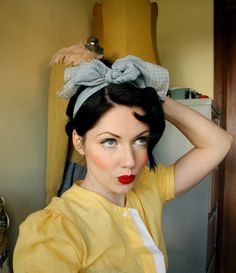 1940s inspired style make up.  Makes me wish I had blue eyes.