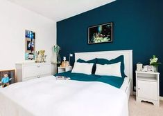 paint color for petrol blue bedroom, snow white wood low bed, matching chest of drawers and co. Blue Rooms, Blue Walls, White Walls, Master Bedroom Design, Home Decor Bedroom, Bedroom Ideas, Bedroom Wall Ideas For Adults, Bedroom Art, Suites