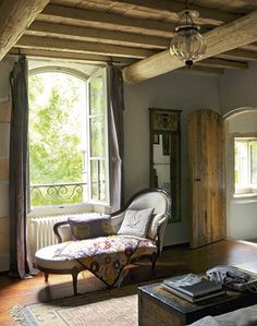 Eye For Design: Decorating With The Chaise Lounge Chaise Lounges, French Country Cottage, French Country Style, French Farmhouse, European Furniture, Contemporary Furniture, Wabi Sabi, Old World Style, Grand Homes