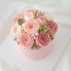핑크핑크한 금요일 . . . #flowercake #buttercreamcake #cake #cakestagram #englishrose…