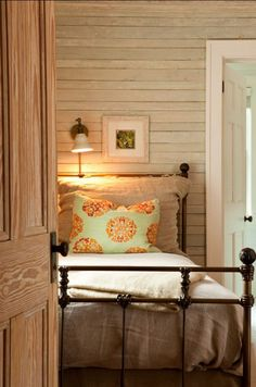 Farmhouse warmth, nice for cabin, love plug in reading lights over headboard. Need these