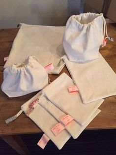 New DIY / bulk bag tutorial, do-it-yourself pouch from sheet! You need a sewing machine, natural fabrics to be recycled and 1 hour to sew yourself what to do your shopping organic or not, but in bulk! Reusable bag for bulk! Diy Couture, Couture Sewing, Sewing Tutorials, Sewing Projects, Creation Couture, Reusable Bags, Diy Clothes, Crochet, Fabric