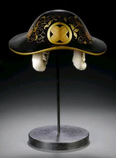 Meiji Period (about Japan The black lacquer shingen style jingasa of leather decorated with gold karakusa and a crossed hawk feather 'mon' (family crest). The interior red lacquered with. Samurai Helmet, Samurai Weapons, Samurai Armor, Arm Armor, Japanese Culture, Japanese Art, Katana, Hawk Feathers, Japanese Family Crest