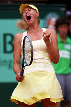 maria sharapova does it again! team maria! SHE IS MY FREAKING IDOL
