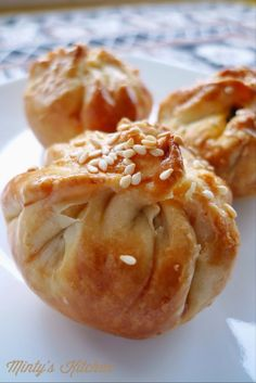 Wicked cool flaky pastry method. Minty's Kitchen: Baked Flaky BBQ Pork Buns / Siew Bao (烧包)