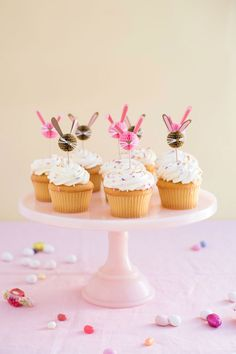 Honeycomb Bunny Cupcake Toppers (Oh Happy Day! Bunny Cupcakes, Mini Cupcakes, Cupcake Toppers, Oster Cupcakes, Ostern Party, Easter Celebration, Easter Brunch, Box Cake, Easter Treats