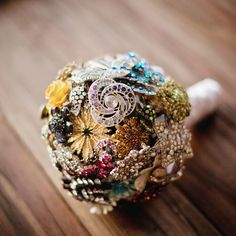 Brooch bouquet-would be cool to borrow from family members..