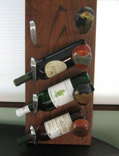 Golf Clubs Repurposed Golf Clubs - Golf club wine bottle holder, yes please! Golf Club Crafts, Golf Club Art, Golf Ball Crafts, Wine Bottle Holders, Wine Bottle Crafts, Golf Humor, Thema Golf, Softball, Golf Bar