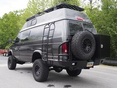 Ford van with Aluminess ladder and rear bumper system. Picture from Ujoint Offroad #KONI #KONIImproved #KONIExperience Overland Gear, Cool Campers, Happy Campers, Expedition Vehicle, Van Living, Ford Trucks, 4x4 Van Conversion, Offroad, Ladder